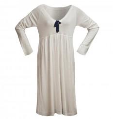 Платье с глубоким V-образным вырезом и завышенной талией