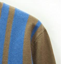 Джемпер с V-образным вырезом, узор полосы